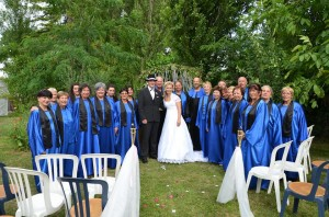 """Ales; le29 Juin 2012....dans le jardin des mariés...Les Choramis en """"surprise"""""""